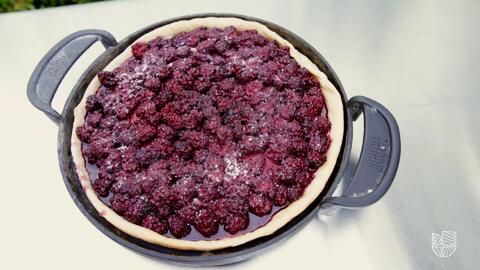 Prepara una tarta de zarzamoras en tu asador