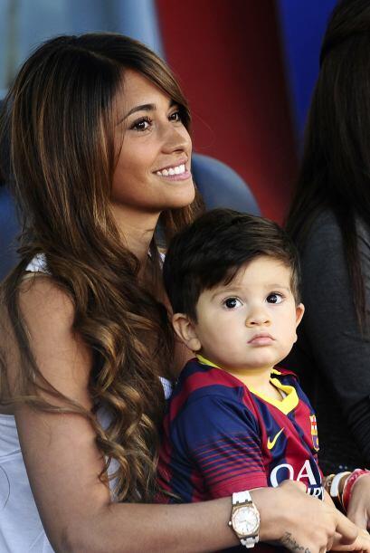 Antonella Roccuzzo le dio una gran sorpresa a Lionel Messi.Mira aqu&iacu...