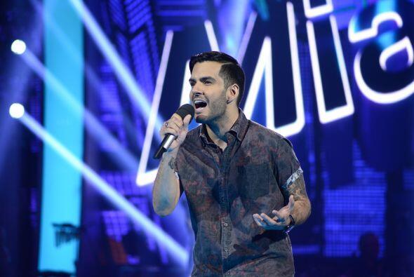 """Alberto cantó el tema """"Dígale""""."""