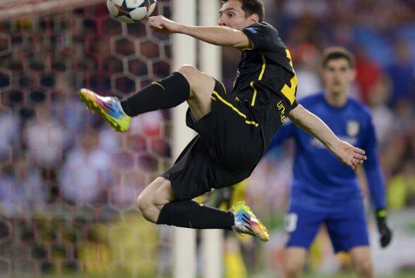 Messi con el balón, una imagen que apenas y se vio durante los 90 minutos.
