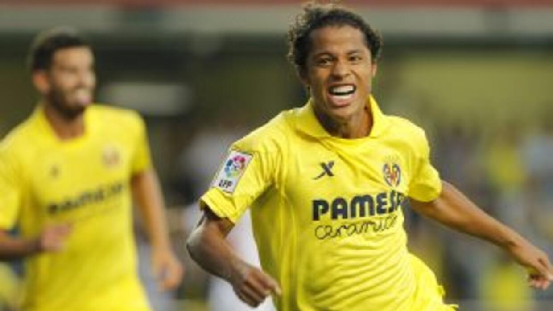 Dos Santos se lució al marcar dos tantos y aún darse el lujo de fallar u...