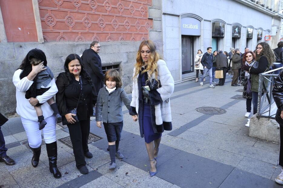 Paulina Rubio llegó de la mano de su hijo mayor, Andrea Nicolás, a la bo...