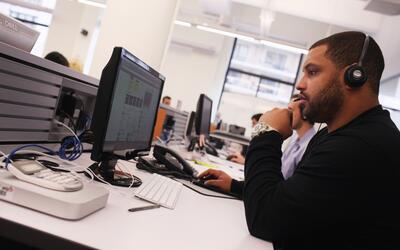 Trabajadores en la sede de la empresa tecnológica Yelp en Nueva Y...