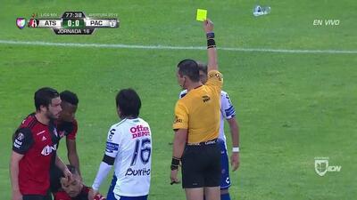 Tarjeta amarilla. El árbitro amonesta a Sebastián Palacios de Pachuca