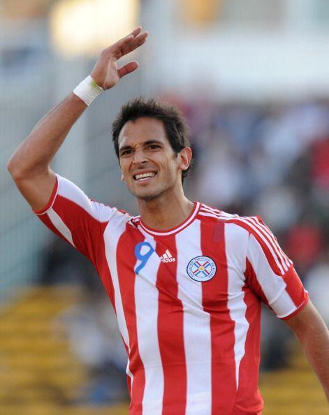 Roque Santa Cruz es pretendido por el Cruzeiro de Brasil. El delantero p...