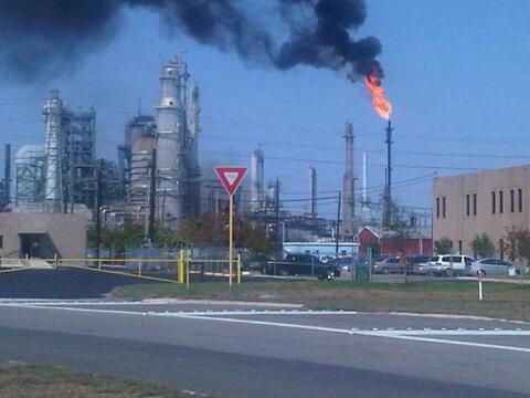 Un incendio se registró en horas de la tarde en una refiner&iacut...