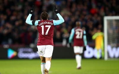 Chicharito llegó a cinco goles en la presente campaña de l...