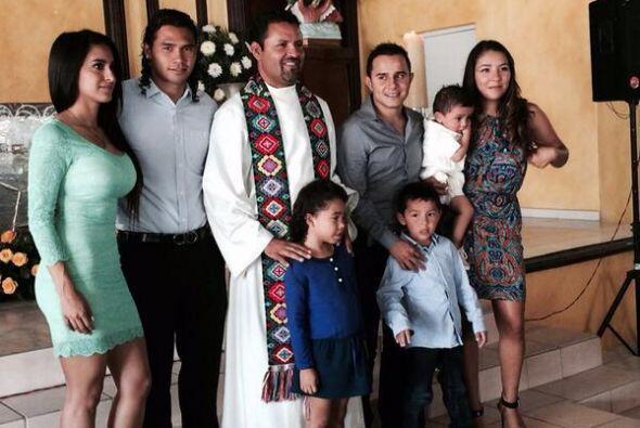 El 'Gullit' Peña subió esta foto junto a su compadre Luis 'Chapito' Mont...