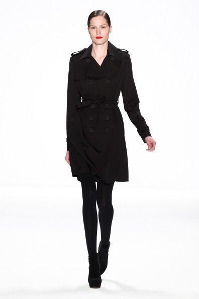 Da igual si tu 'trench coat' es tradicional, de color, impermeable o meg...