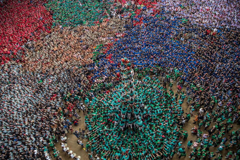 Esta costumbre de Tarragona, España, se tiene desde el siglo XVIII. La f...