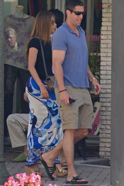 La actriz y su prometido están de vacaciones, después de haberlos encont...