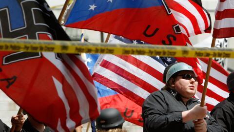 Protesta de un grupo neonazi en Los Ángeles el 17 de abril de 2010.