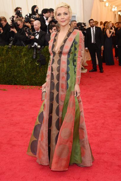 Horrible el vestido de Maggie Gyllenhaal, además, ¿quién le dijo que luc...