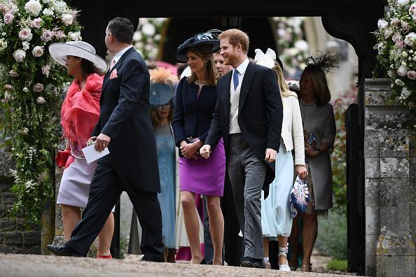 El Príncipe Harry a la salida del evento religioso.