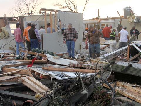 Tornados dejan una docena de muertos en Texas tornados7.jpg