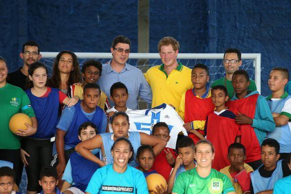 Los niños quedaron profundamente contentos y sonrientes tras la visita d...