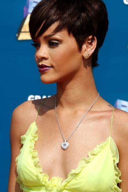 Por varios motivos no estamos de acuerdo con que Rihanna use este maquil...