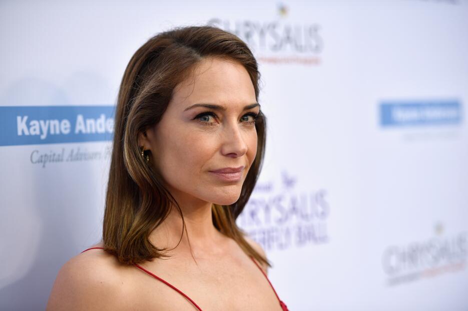 La actriz Claire Forlani contó en su cuenta de Twitter que escapó en cin...