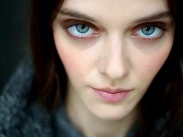 Su fascinante mirada ha hecho que Masha Tyelna sea una de las modelos pr...