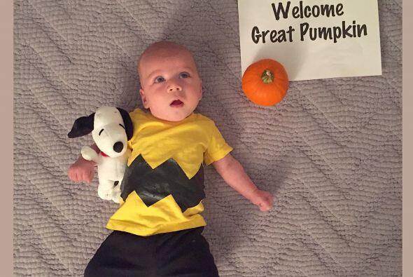 Charlie Brown festejando Halloween.