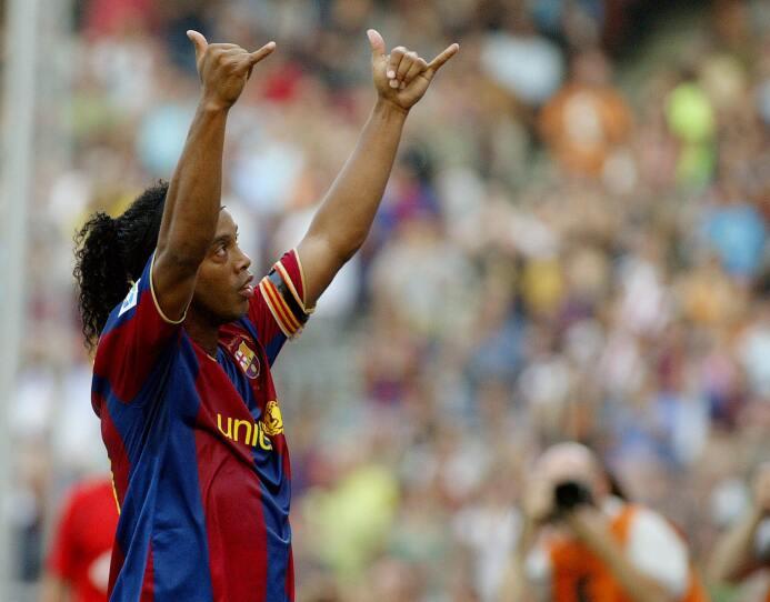 Por Ronaldinho el Barceloba pagó 80 millones de euros al Paris Saint-Ger...