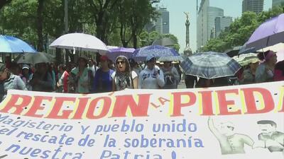 Miles de maestros marchan en contra de la reforma educativa