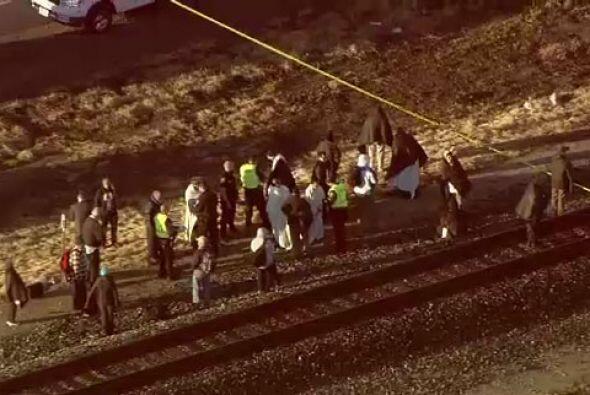 El impacto ocasionó el descarrilamiento de varios vagones del tre...