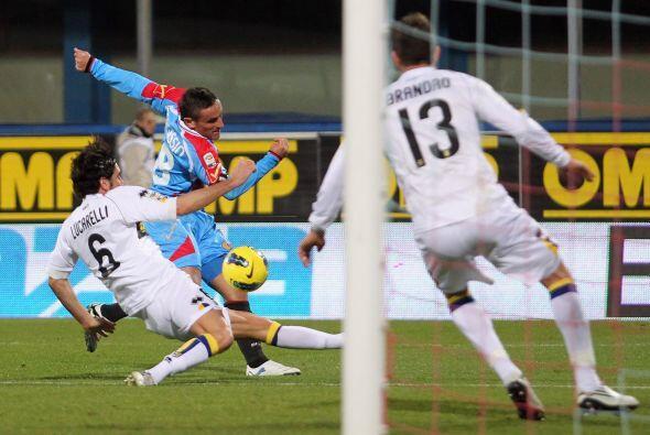 Gonzalo Rubén Bergessio abrió el marcador con un potente remate esquinado.
