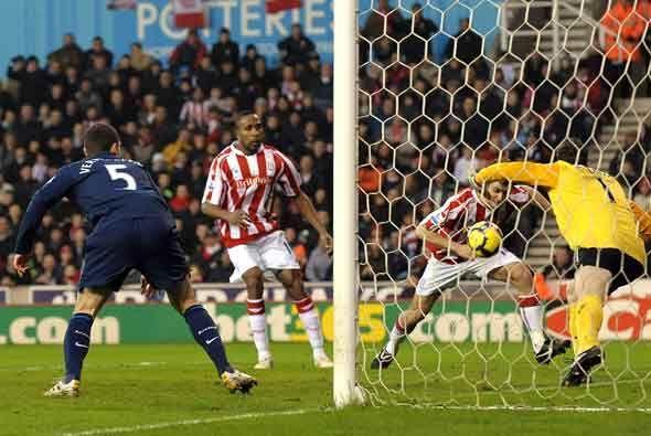 Danny Pugh adelantó al Stoke con este gol de cabeza.
