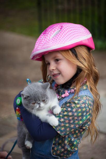 Esta prometedora estrella hace pareja con una adorable niña de 5 años en...