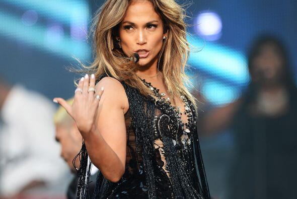Jennifer Lopez es una de las mujeres latinas más exitosas. Es cantante,...