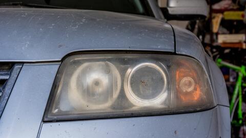 como limpiar los faros de tu carro