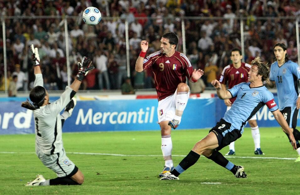 'Loco' Abreu vestirá en Uruguay su camisa 25 GettyImages-88405018.jpg