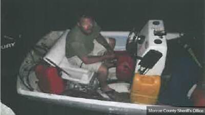 Hombre roba bote en los Cayos y huye a Cuba