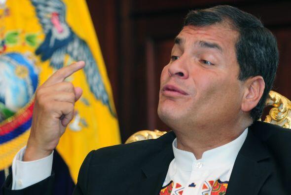 30 de junio: El presidente de Ecuador, Rafael Correa, confiesa que el vi...