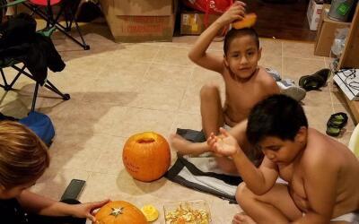El niño José Luis Hernández y su hermano Marco Anto...