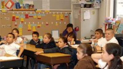 Aún se necesitan mejorar programas biingües y más profesores calificados...