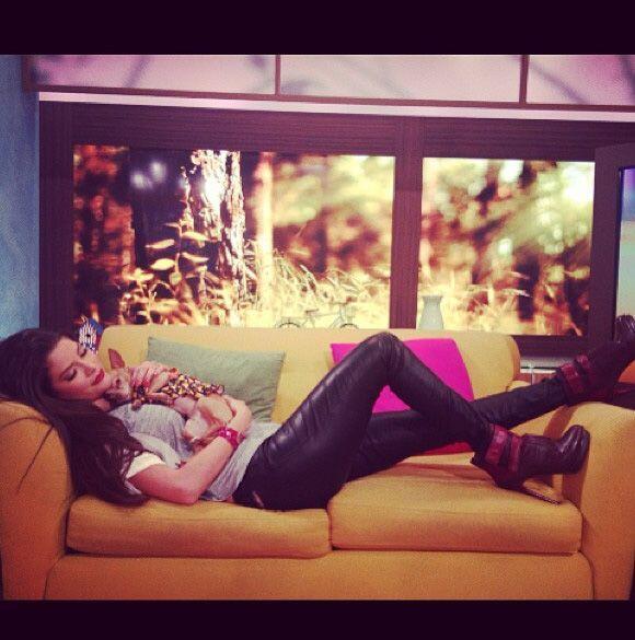 """""""Así descanso con mi peque @HoneyBerryTv mientras est&aacute..."""