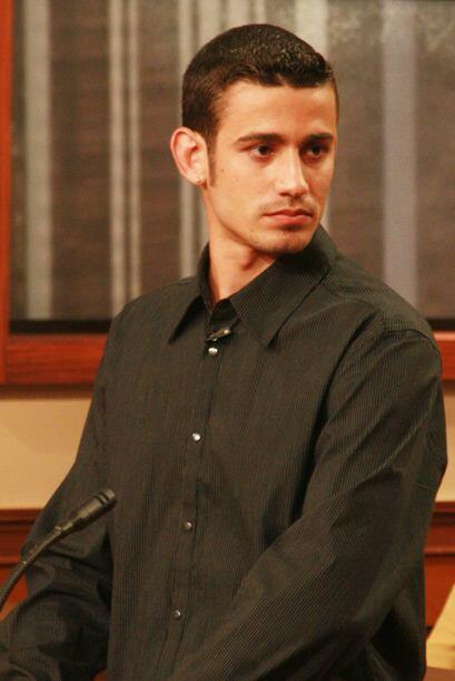 Ramiro le ha pedido a Lázaro mil dólares de sus ahorros para tomar un cu...