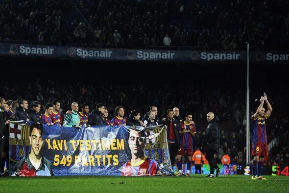 Sus compañeros y toda la afición que asistió al estadio le rindió un hom...