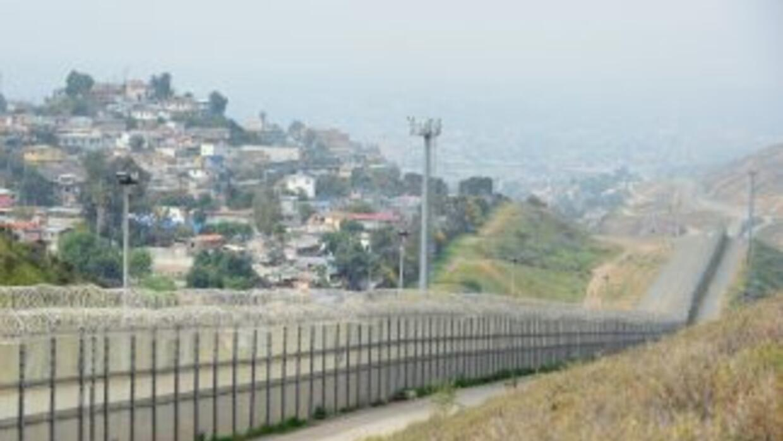 La reforma migratoria aprobada por el Senado incluye la construcción de...