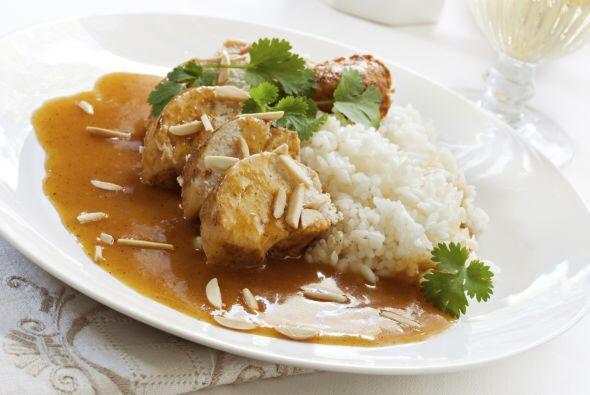 Hornea a 375ºF (190ºC), 20 minutos. Sirve sobre 'couscous' o arroz.