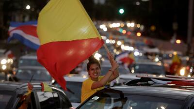Ciudadanos salen a las calles de Costa Rica para festejar alta participa...