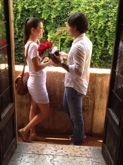 Al balcón real, donde se asegura Romeo visitaba a su amada, subió esta c...