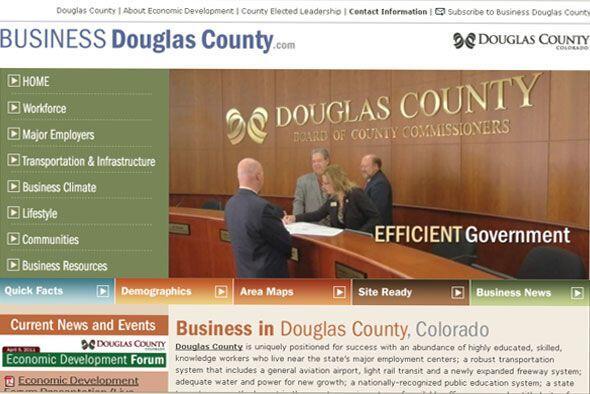 El condado de Douglas está situado entre Denver al norte y Colora...