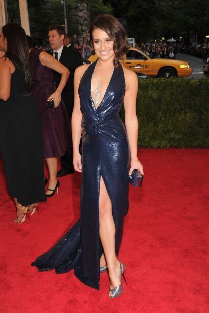 """Lea Michele de """"Glee"""" se veía muy bien en este diseño de Diane Von Furst..."""
