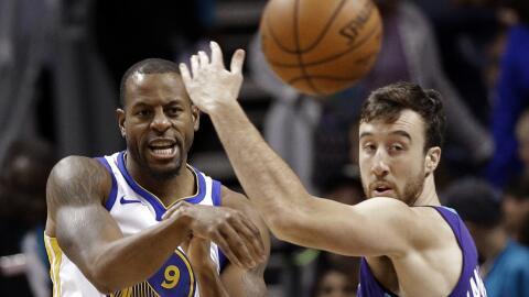 Durant no tendrá la ayuda de Curry y Green esta noche.