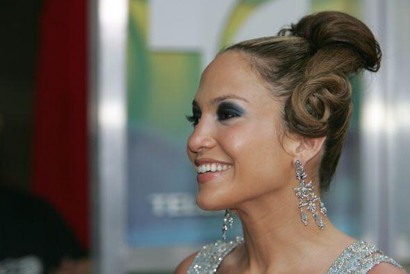 Por lo visto los peinados no eran el fuerte de Lopez, ya que de pronto l...