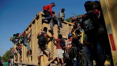 Los obstáculos a los que se enfrentan los migrantes de la caravana en su recorrido por México