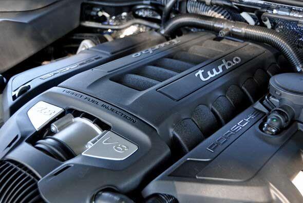 El alma de la nueva Porsche Cayenne Turbo es su motor V8 de 4.8 litros q...